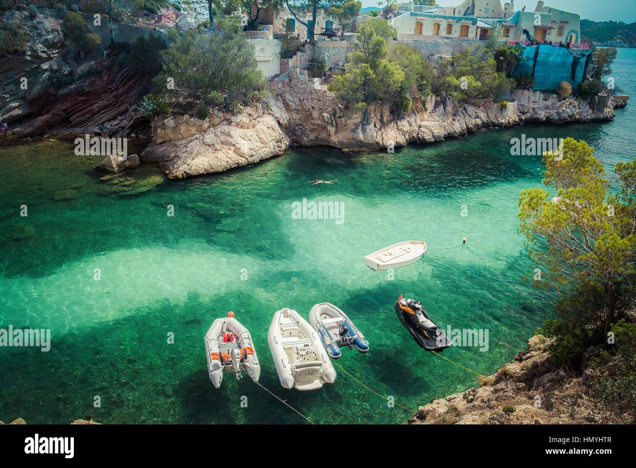Luftaufnahme von kleinen Booten im Meer, die Bucht Stockfoto