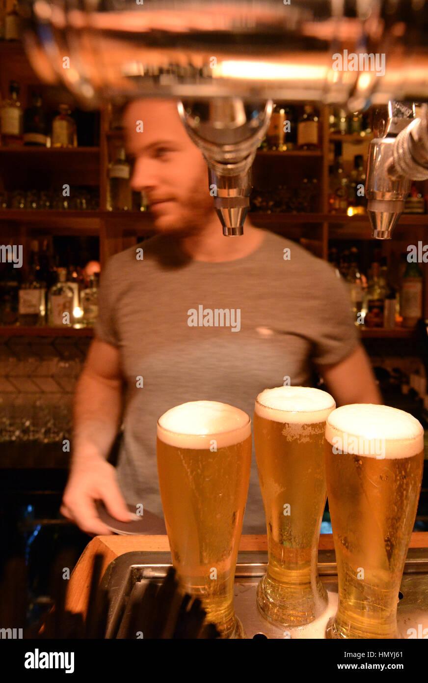 Die trendige coole Udaberri Pintxos Y Vino Bar in Adelaide, Australien. Stockbild