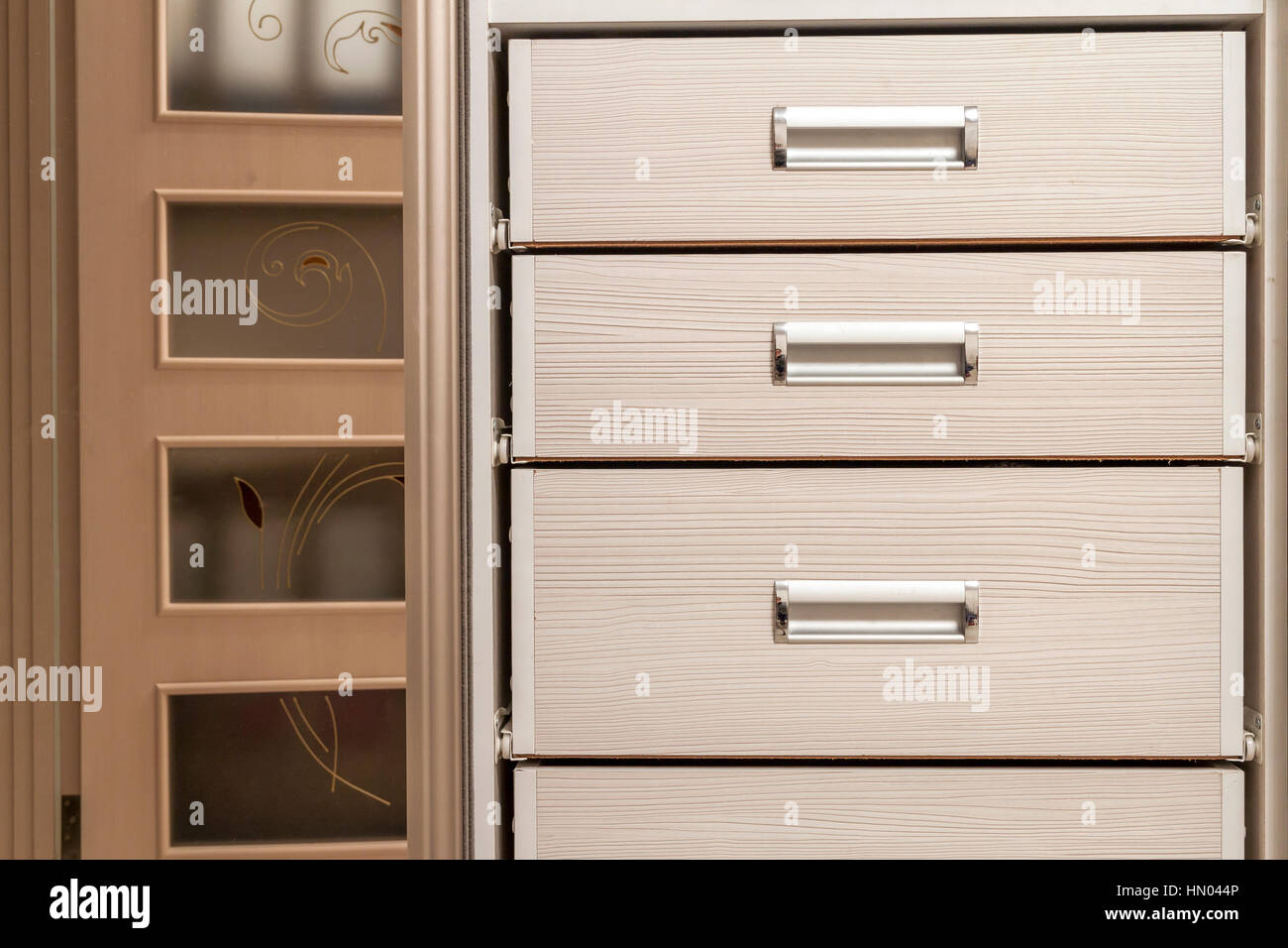 Detail Der Holzmobel Schrank Kommode Mit Schubladen Front Metall