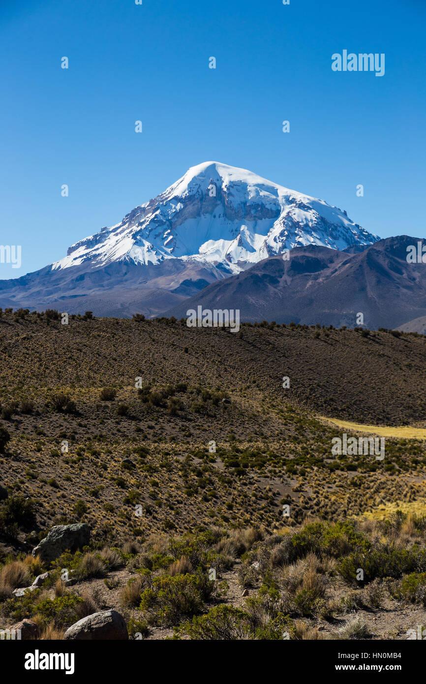 Hohen Anden-Tundra-Landschaft in den Bergen der Anden. Das Wetter Anden Hochland Puna Grünland Ecoregion von Stockbild