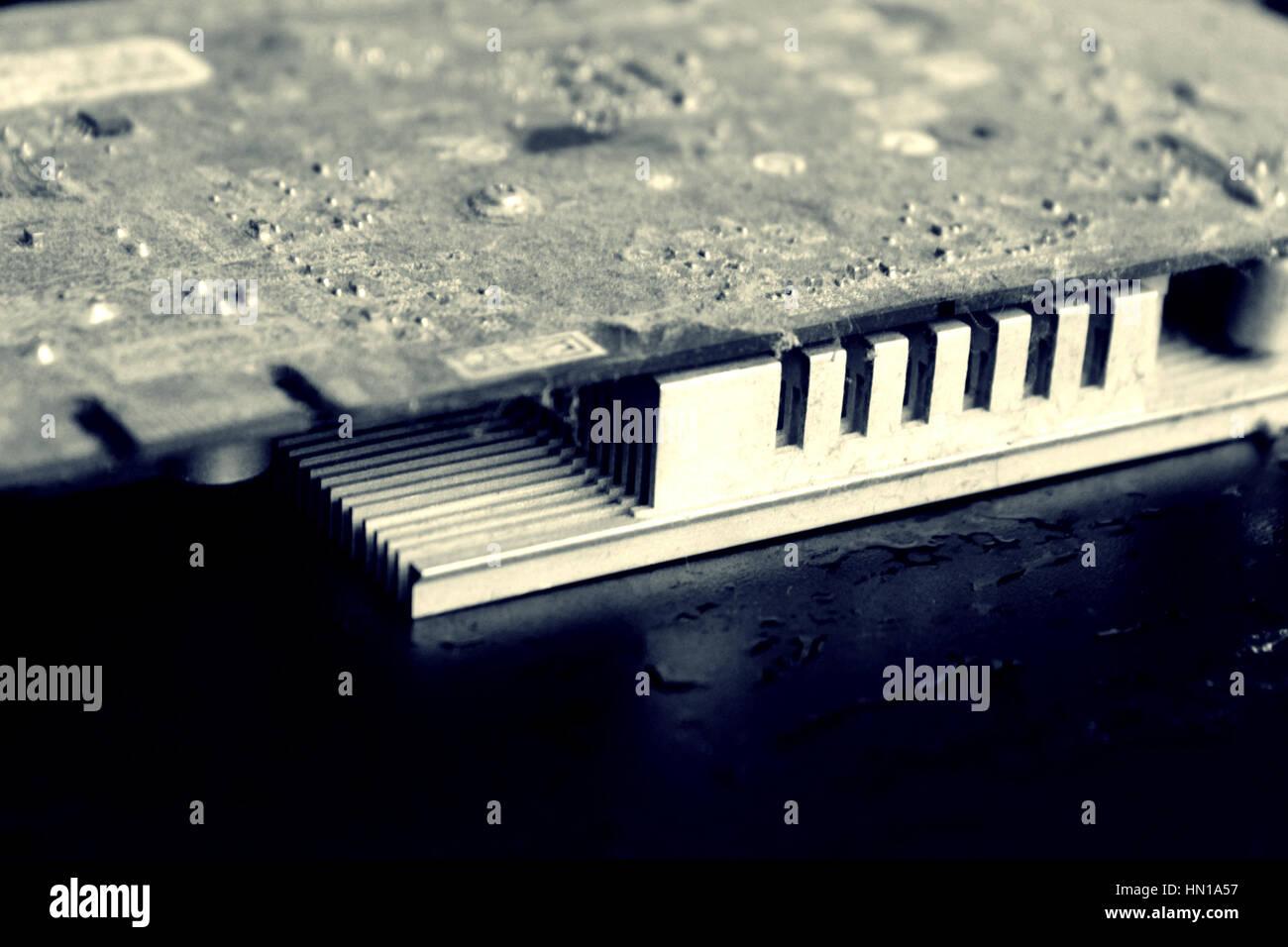 Chip, Computergrafik in den Staub auf dem schwarzen Hintergrund für Design, Nahaufnahme Stockbild