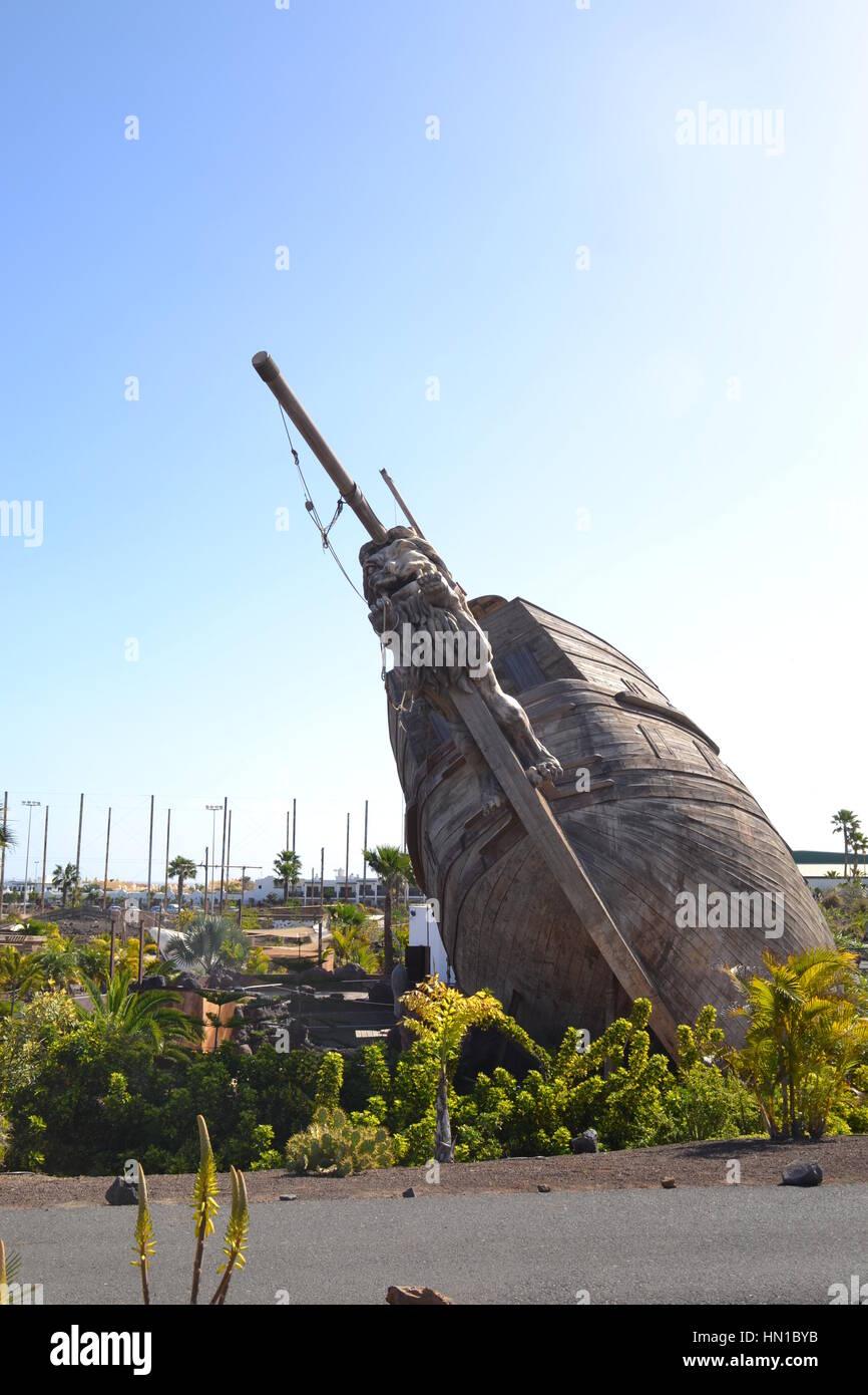Schiffbruch, interessante Holz- Schiff an Land, Dekoration und ...