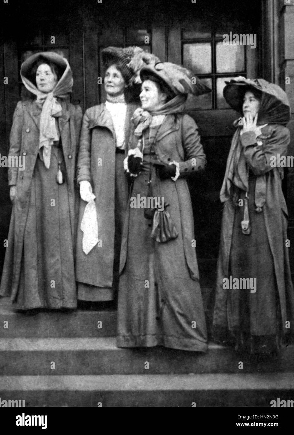 Hauptführer der Sufragettes. Von links nach rechts: Christabel Pankhurst, Frau Pankhurst, Pethick Lawrence, Adela Pankhurst. Anfang des 20. Jahrhunderts Stockfoto