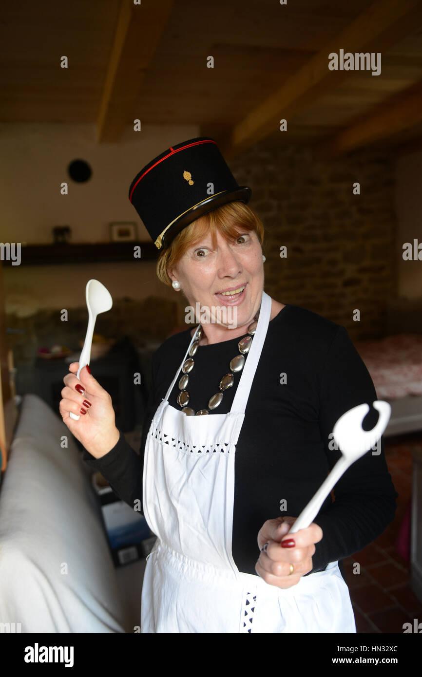 Französische freche Frau Koch Koch Schürze tragen Stockbild
