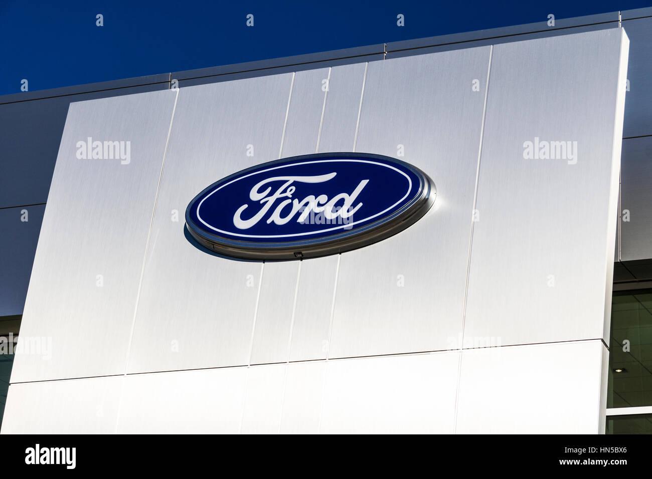 Indianapolis - ca. Februar 2017: Eine lokale Ford Auto und LKW-Händler. Ford verkauft Produkte unter den Marken Stockbild