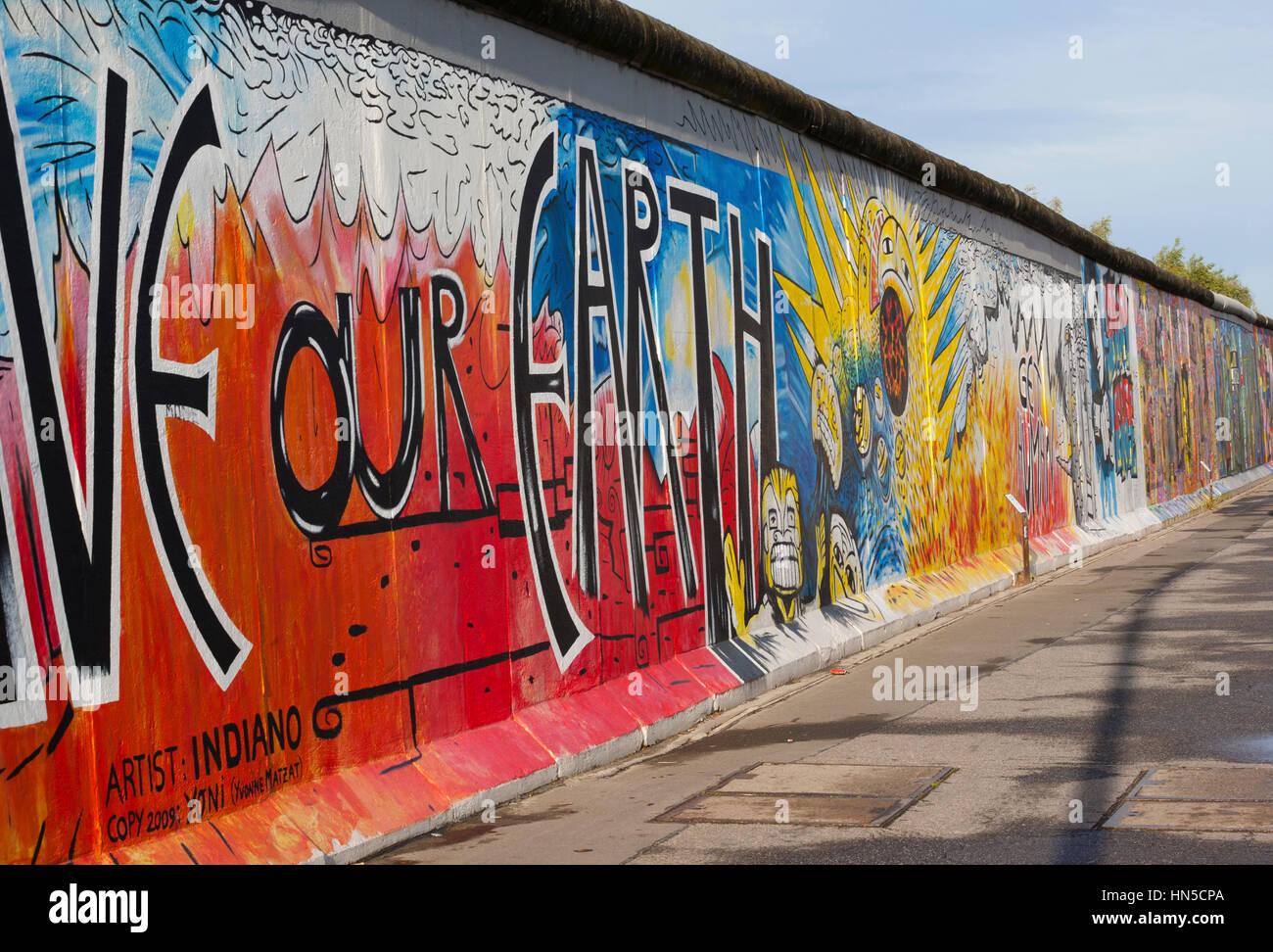 Deutschland, Berlin: Teil der ehemaligen Berliner Mauer an der East Side Gallery Stockfoto