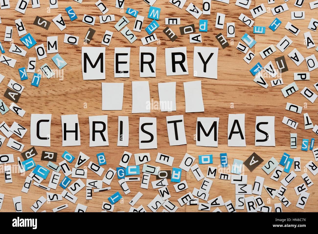 Frohe Weihnachten Worte Ausschneiden aus Magazin Stockfoto, Bild ...