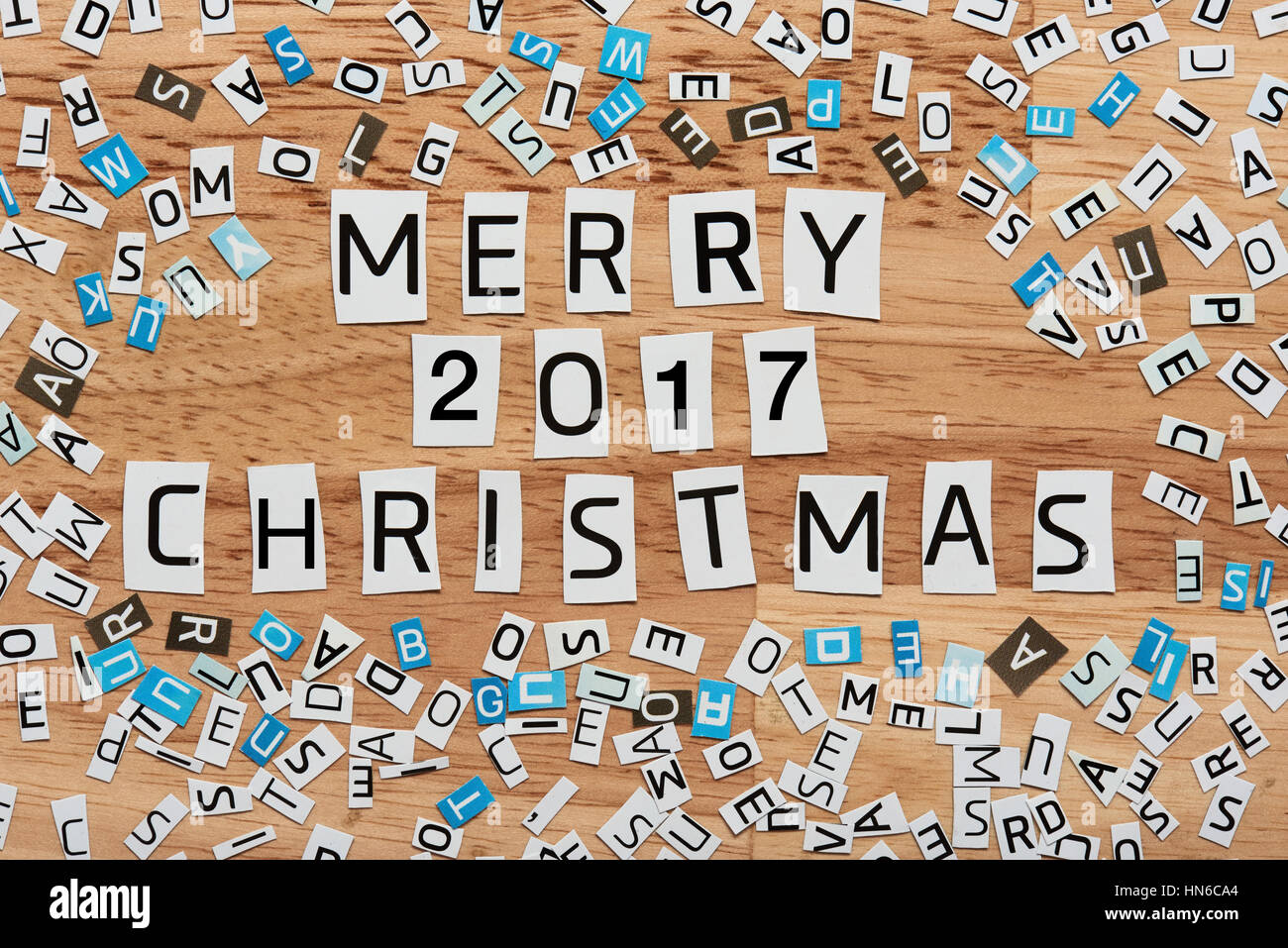Frohe Weihnachten von 2017 Wörter ausgeschnitten aus Magazin ...