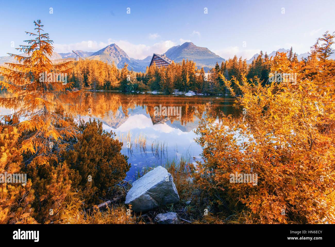 Majestätische Bergsee im Nationalpark Hohe Tatra. Strbske Pleso, Slowakei, Europa. Stockbild