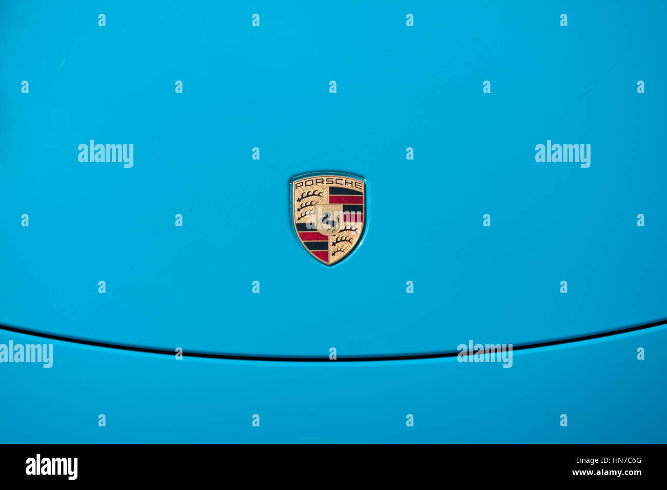 Porsche Logo Stockfotos Amp Porsche Logo Bilder Alamy