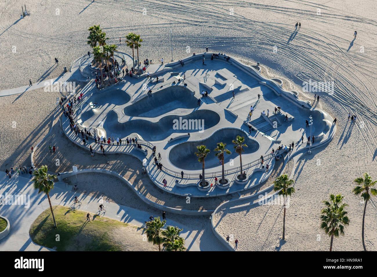 Los Angeles, Kalifornien, USA - 17. Dezember 2016: Antenne des beliebten Skateboard-Park am Venice Beach in Süd Stockbild