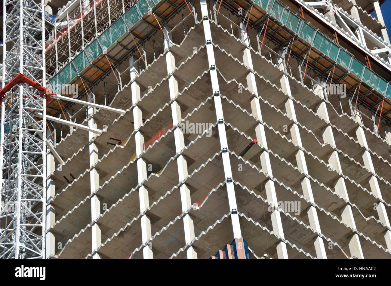 Kern des ein Büroturm Gebäude im Bau zeigt einzelne Geschosse Stockbild