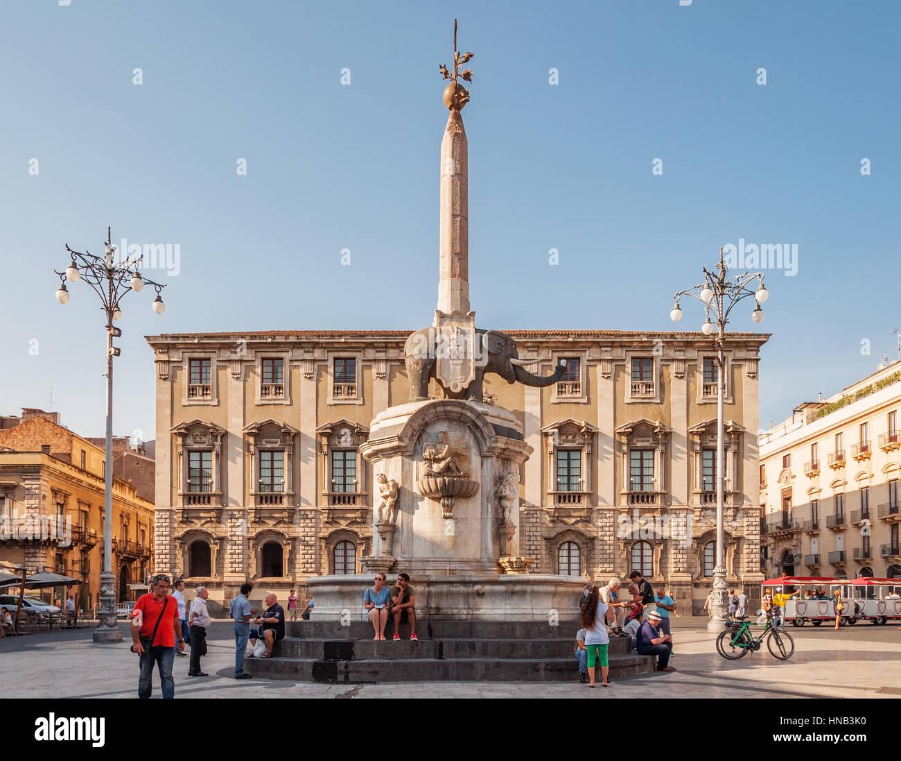 CATANIA, Italien - 13. September 2015: Der Brunnen des Elefanten auf dem Domplatz in Catania, Sizilien, Italien Stockbild