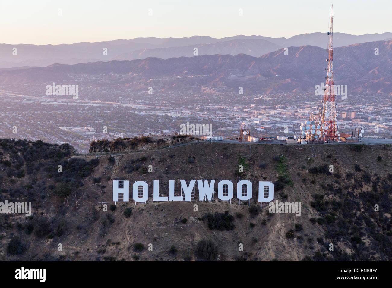 Los Angeles, Kalifornien, USA - 21. Juli 2016: Spät am Nachmittag Antenne auf den Hollywood-Schriftzug im Griffith Stockbild
