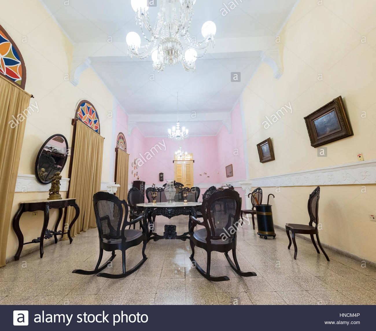 Marvelous Spanische Kolonialzeit Wohnzimmer Möbel Und Dekoration. Massivem Holz  Schaukelstühle Typisch Kubanische Kultur.