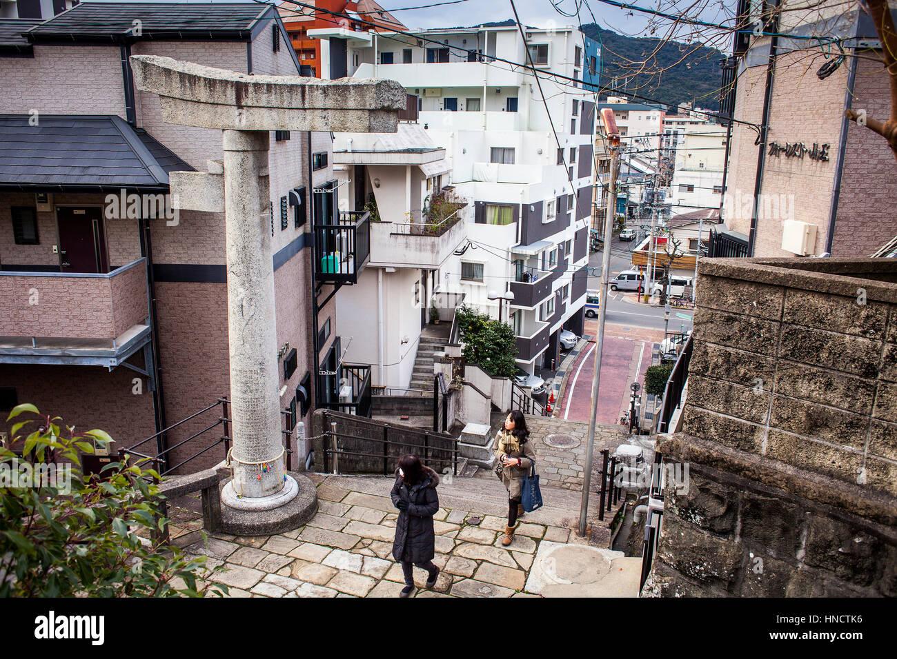 Einbeinige Steintor, zweite Torii-Bogen am Sanno Shinto-Schrein, Nagasaki, Japan. Stockbild