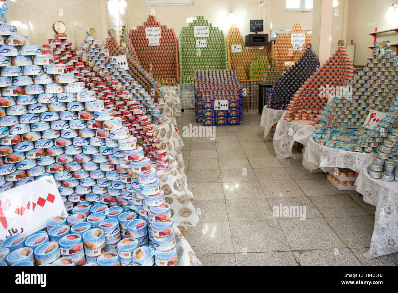 Thunfisch In Dosen Shop Historischen Basar Tabriz Osten Der Provinz Aserbaidschan Iran Stockfotografie Alamy