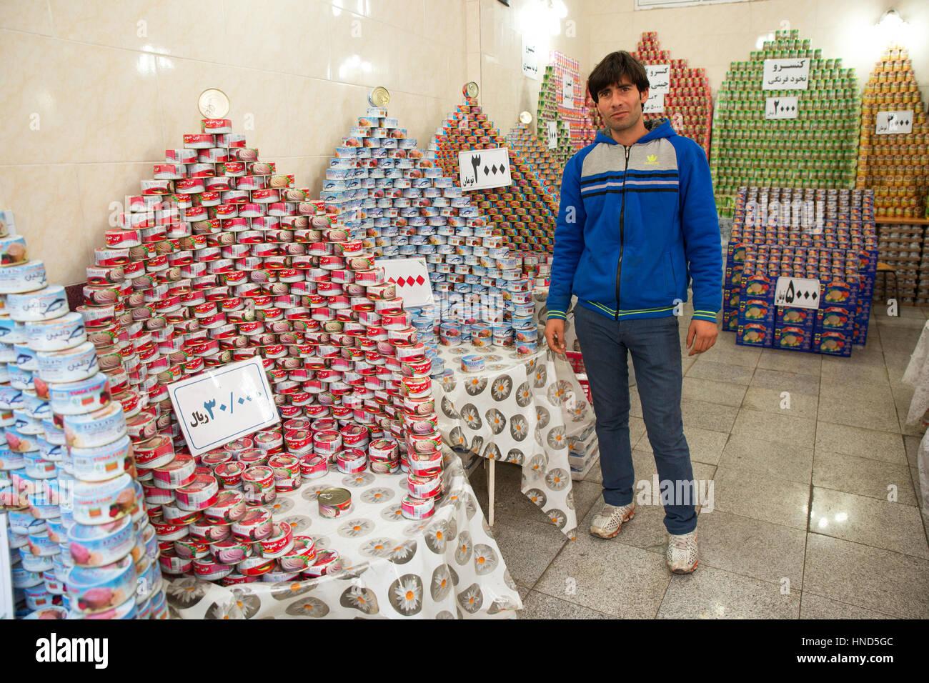 Thunfisch In Dosen Shop Tabris Historischen Basar Tabriz Osten Der Provinz Aserbaidschan Iran Stockfoto Bild 133670108 Alamy