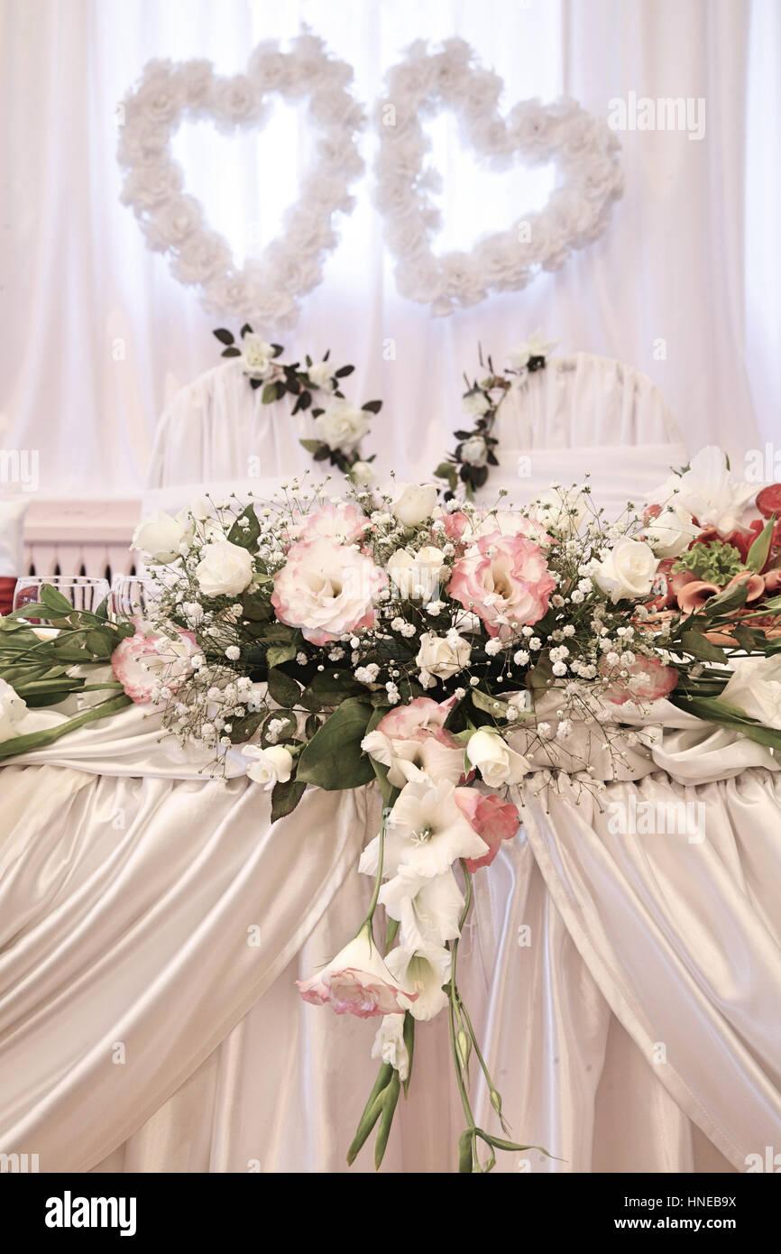 Hochzeitsdekoration Mit Frischen Blumen Stockfoto Bild 133696582