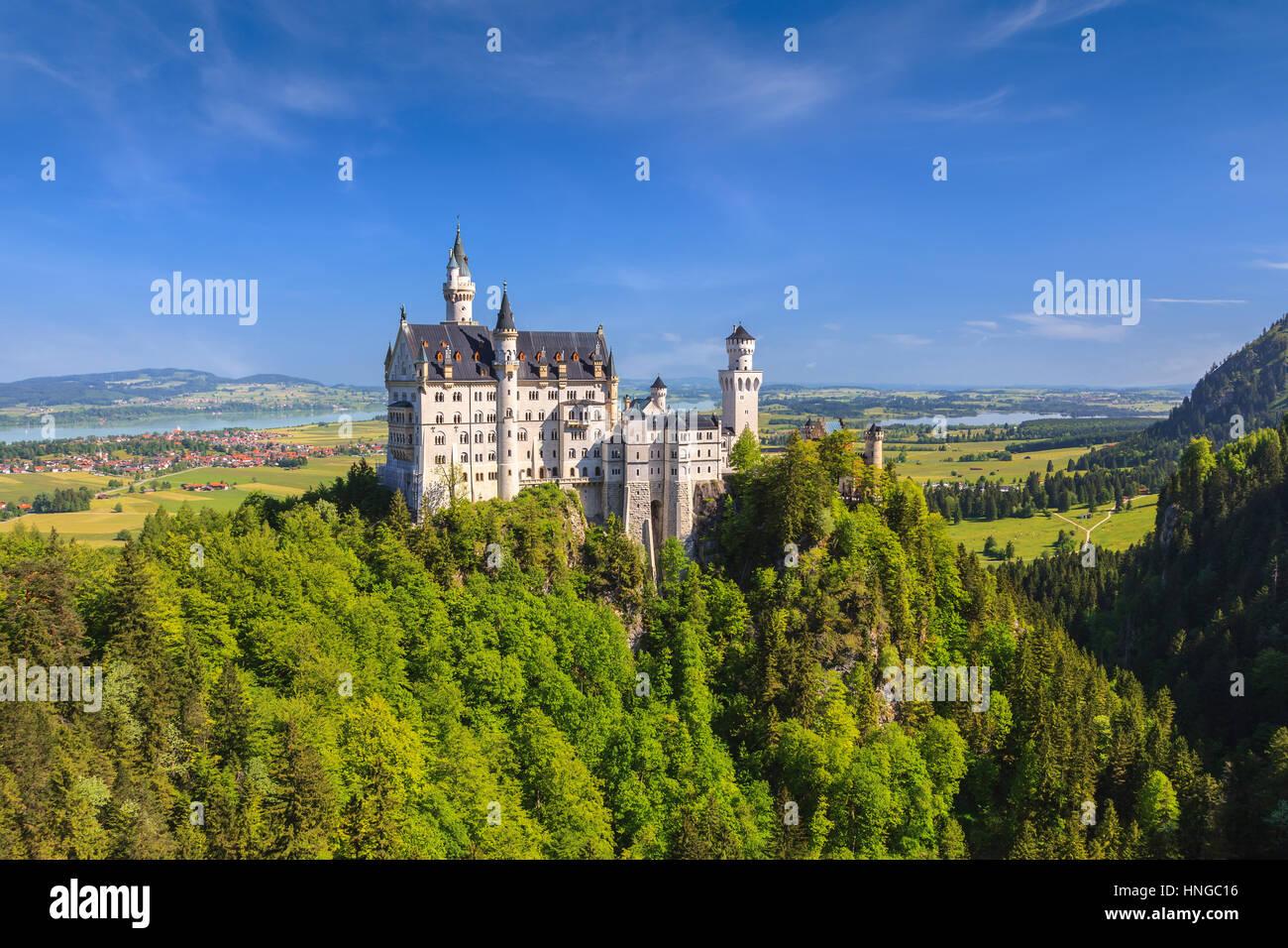 Sommer-Blick auf das Schloss Neuschwanstein, Füssen, Bayern, Deutschland Stockbild
