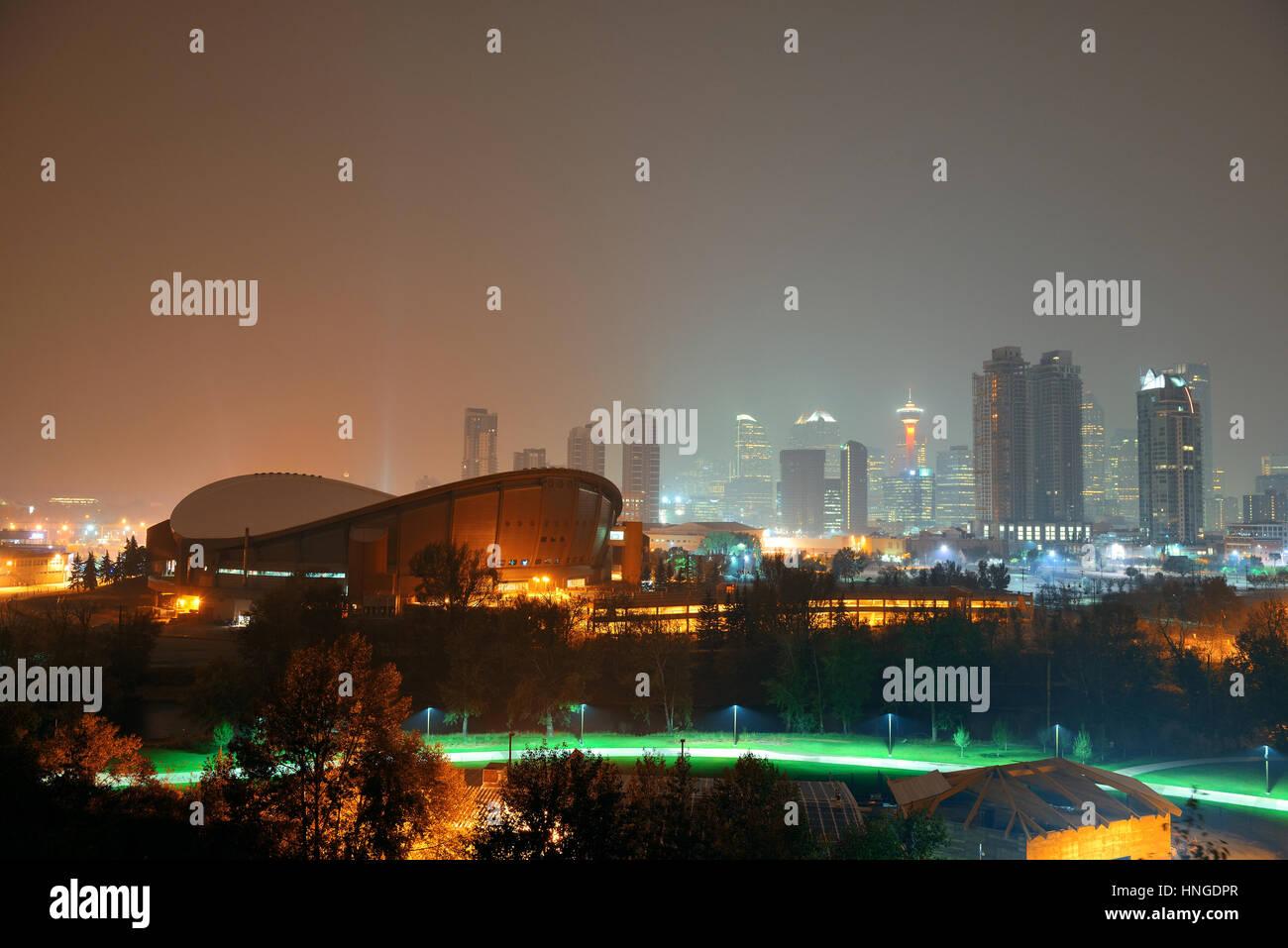 Calgary Stadtbild in Alberta in der Nacht, Kanada. Stockbild
