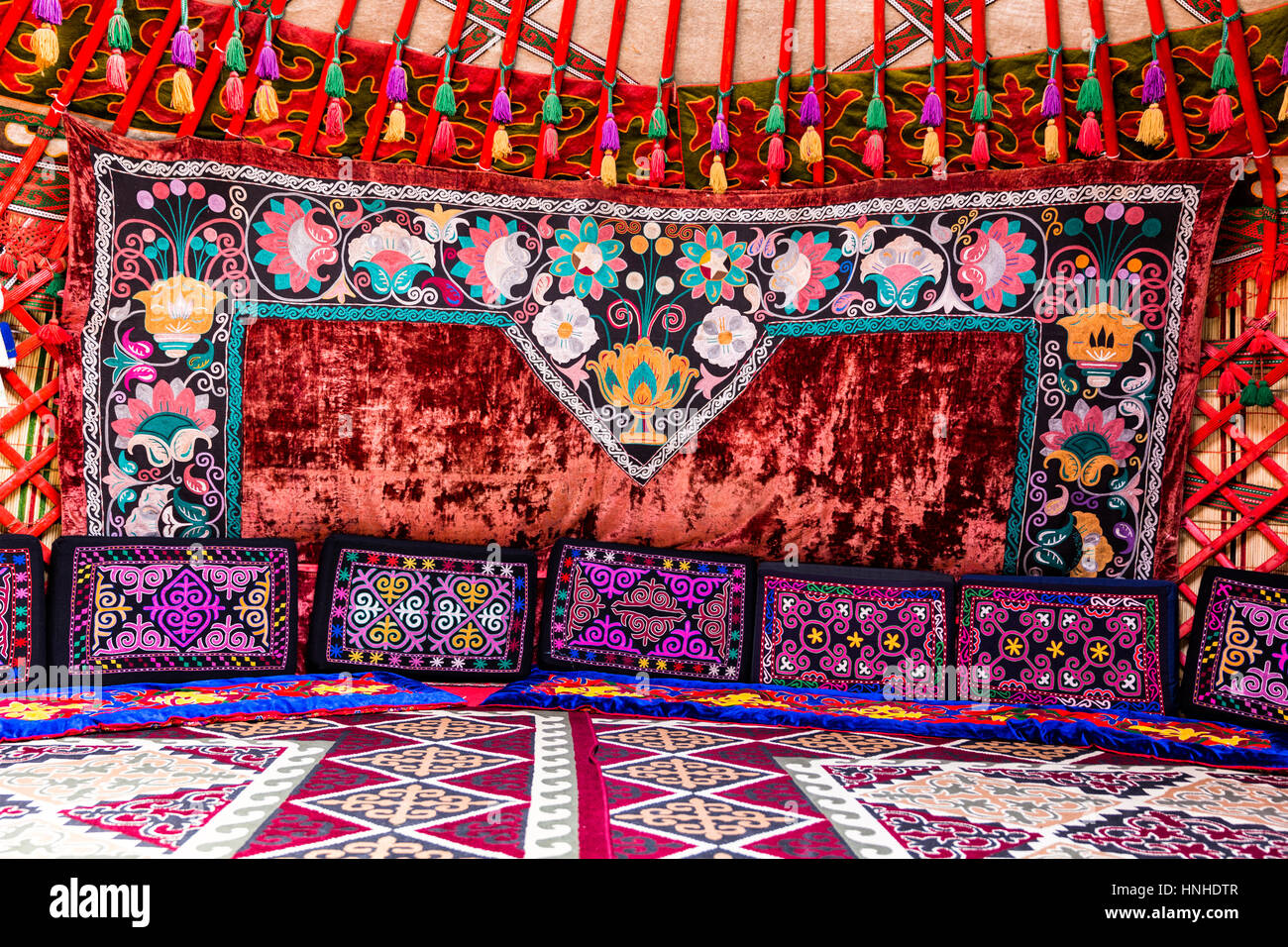 mongolian yurt interior stockfotos mongolian yurt interior bilder alamy. Black Bedroom Furniture Sets. Home Design Ideas