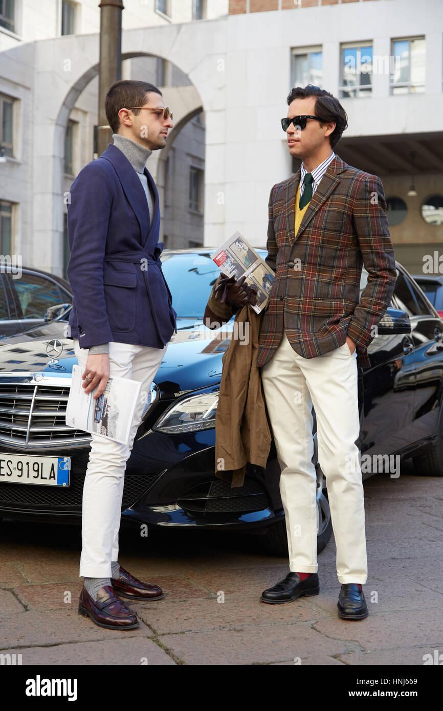 best sneakers f0282 fb958 Mailand - Januar 15: Zwei elegante Herren vor Salvatore ...