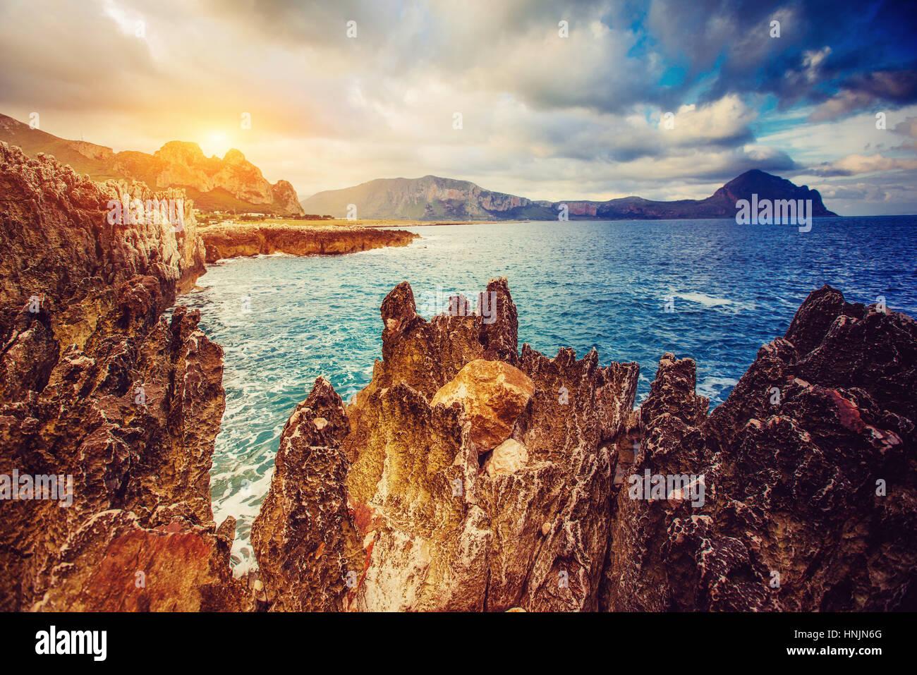 Fantastische Aussicht auf die Natur behalten Monte Cofano. Dramatische scen Stockbild