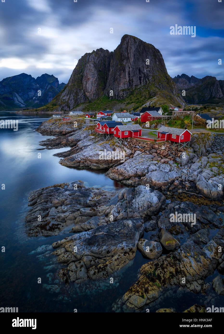 Die Fischerei Dorf von Hamnoy in der Inselgruppe der Lofoten, in Nord-Norwegen Stockbild
