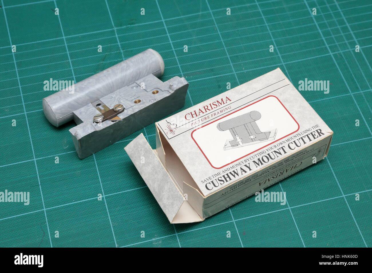 Charisma Cushway Bild Rahmung Mount Board Cutter und Kasten. Sparen Sie Zeit und Geld durch eigene Reittiere zu Stockbild