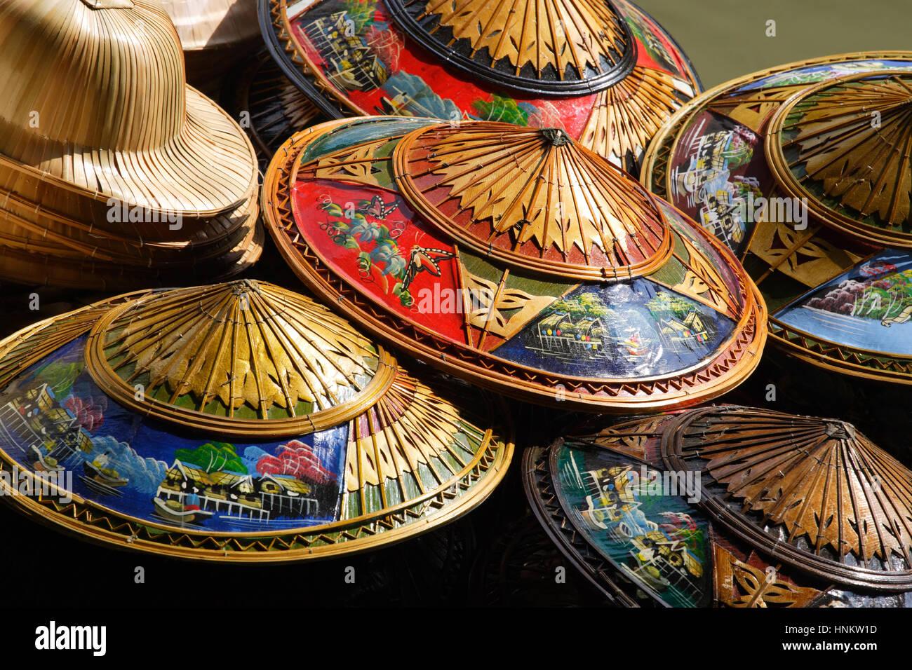 Thai traditionelle kleidung stockfotos thai for Traditionelles thai haus