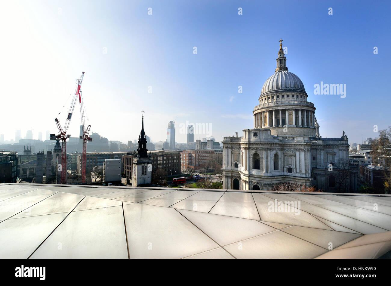 London, England, Vereinigtes Königreich. St. Pauls Cathedral von One New Change Einkaufszentrum Dachterrasse Stockbild