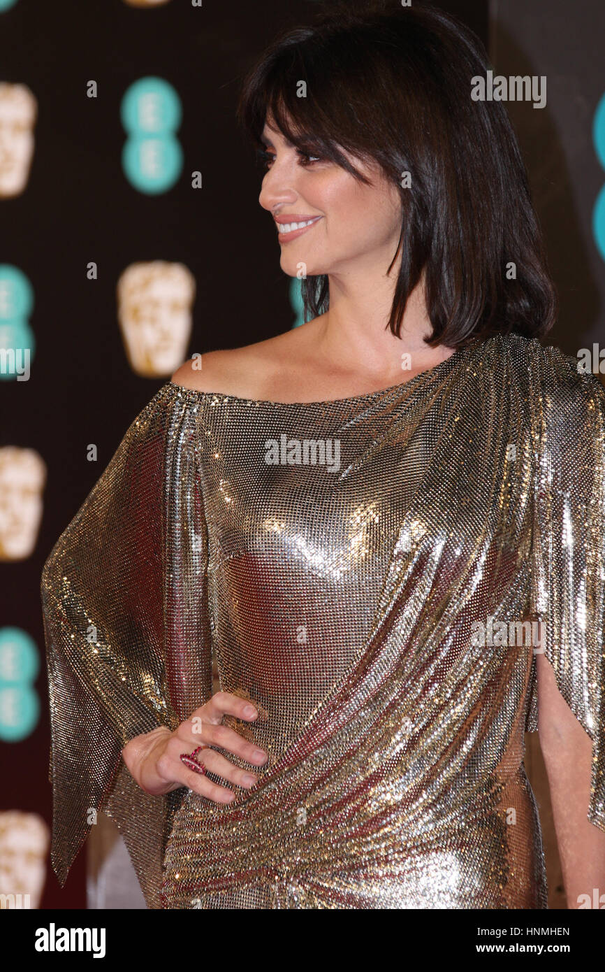 LONDON - 12. Februar 2017: Pen?lope Cruz besucht die EE British Academy Film Awards (BAFTA) in der Royal Albert Stockbild