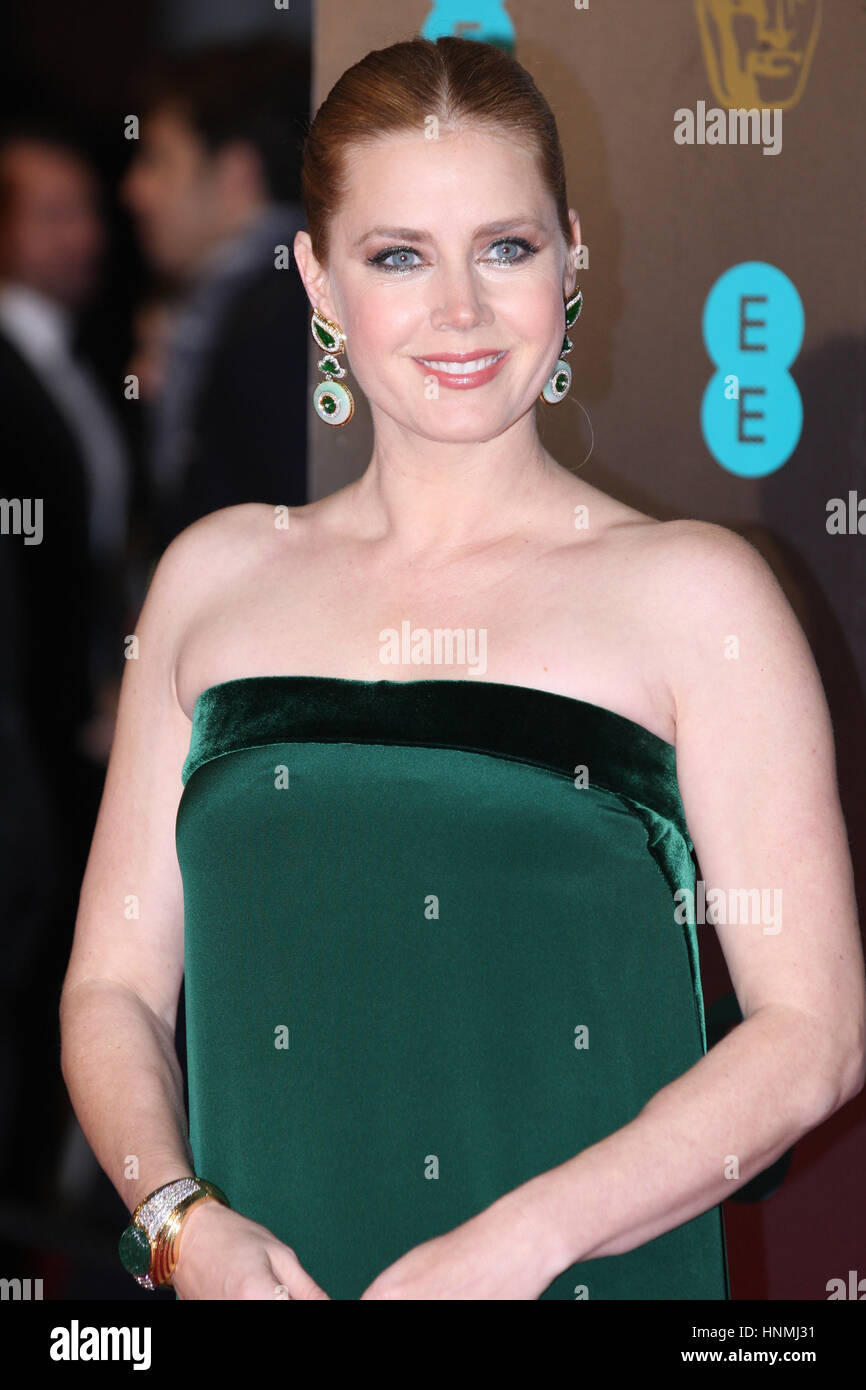 LONDON - 12. Februar 2017: Amy Adams kümmert sich die EE British Academy Film Awards (BAFTA) in der Royal Albert Stockfoto