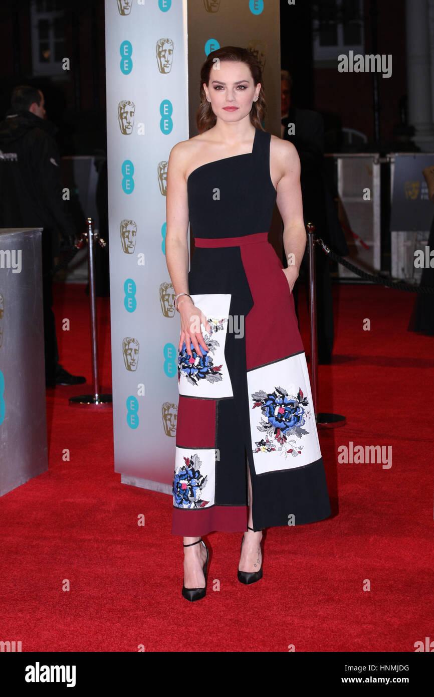 LONDON - 12. Februar 2017: Daisy Ridley besucht die EE British Academy Film Awards (BAFTA) in der Royal Albert Hall Stockbild