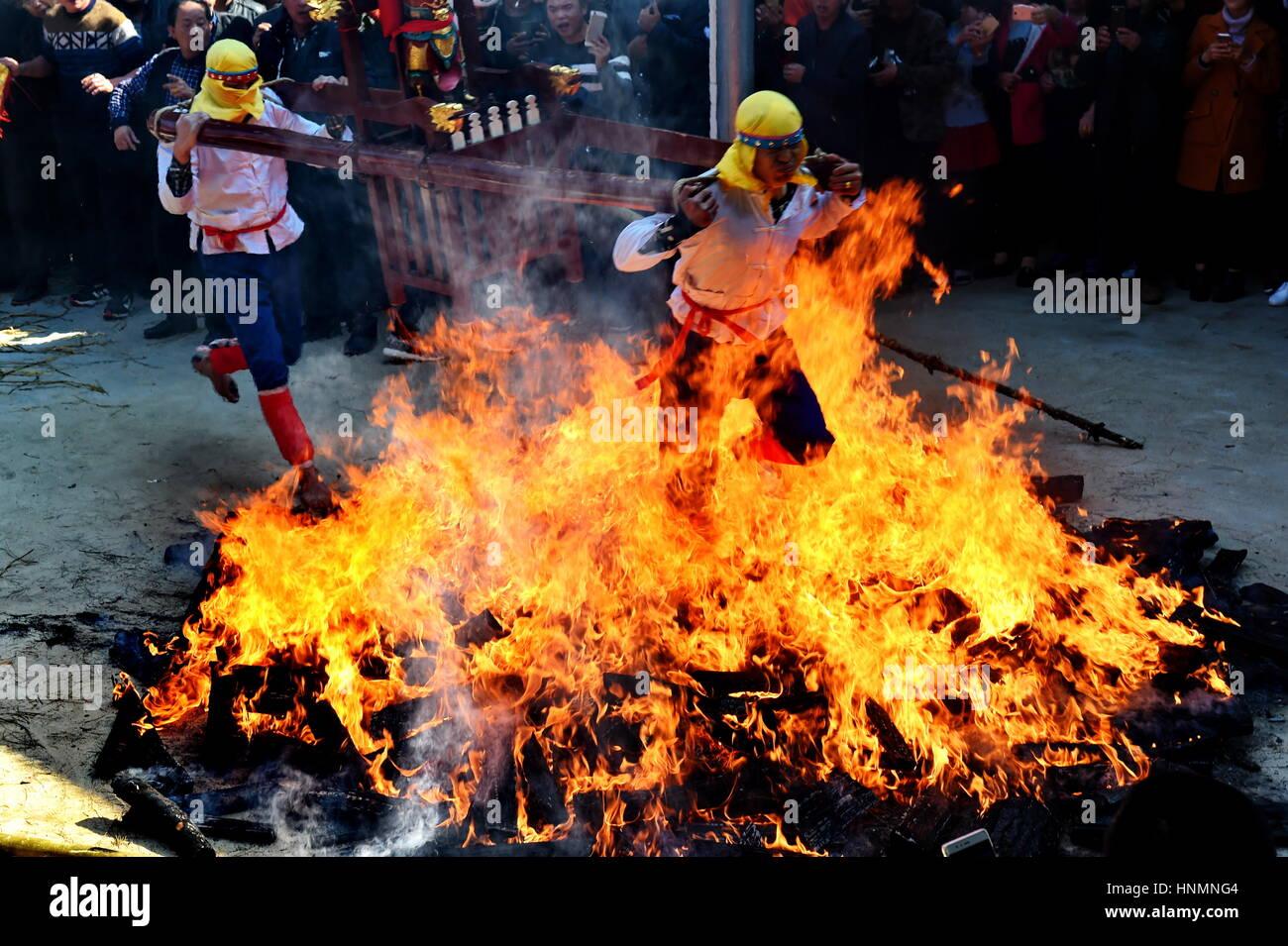 Putian, der chinesischen Provinz Fujian. 14. Februar 2017. Barfuß ...