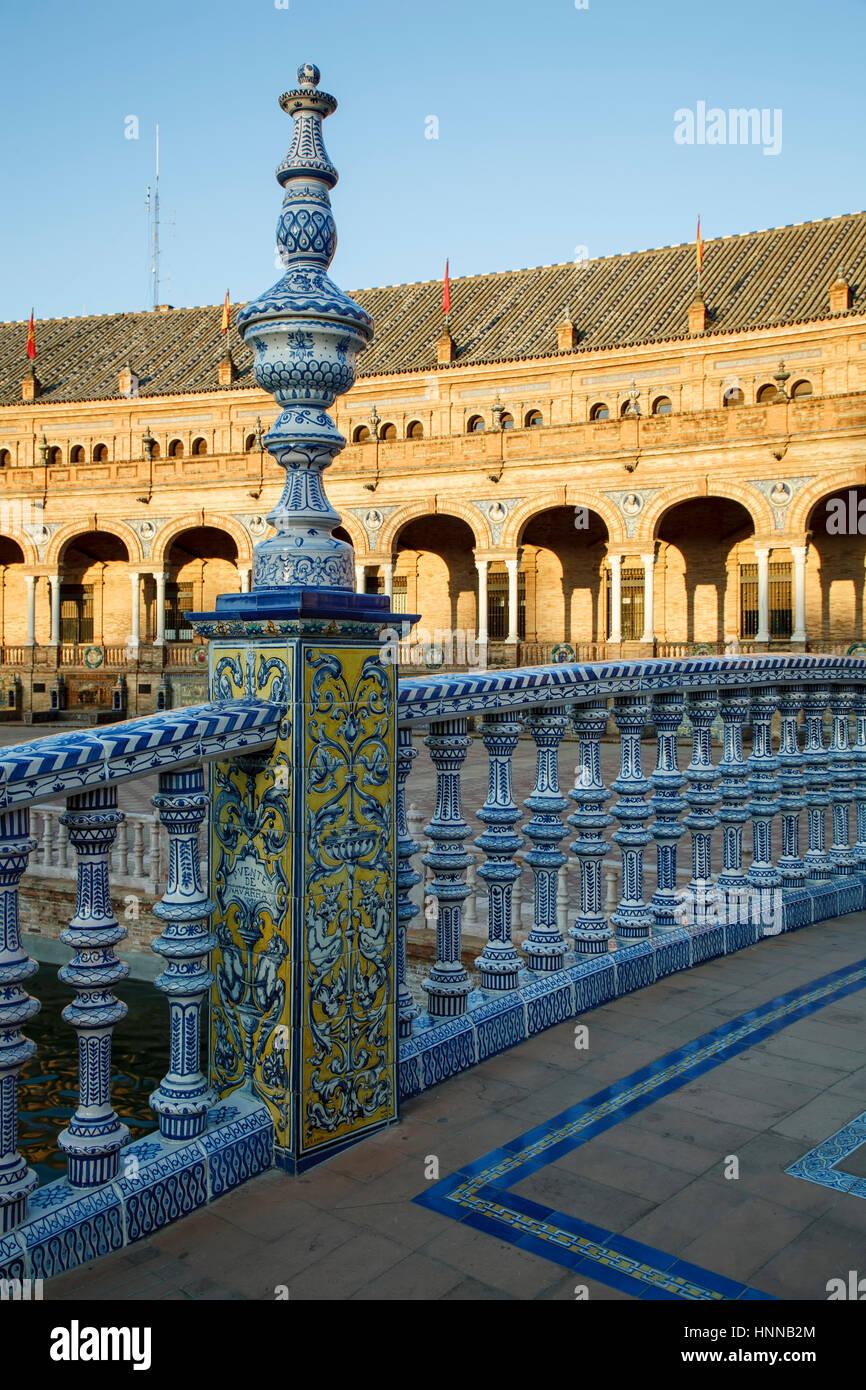 Geländer, Plaza de Espana, Sevilla, Spanien Stockbild