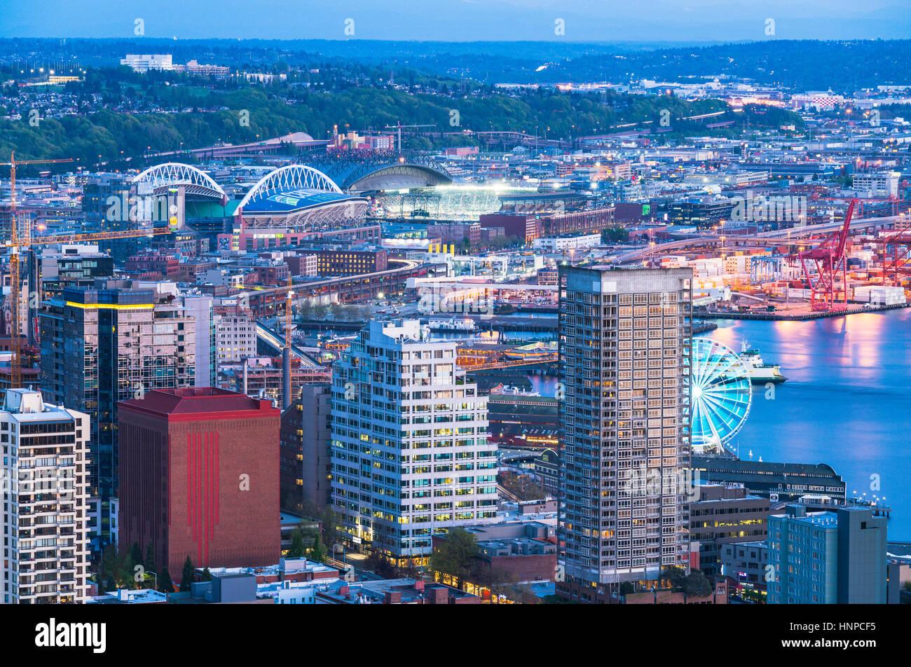 malerische Aussicht auf Stadt von Seattle Stadt bei Nacht, Seattle, Washington, Usa.   nur für Editorail. Stockbild
