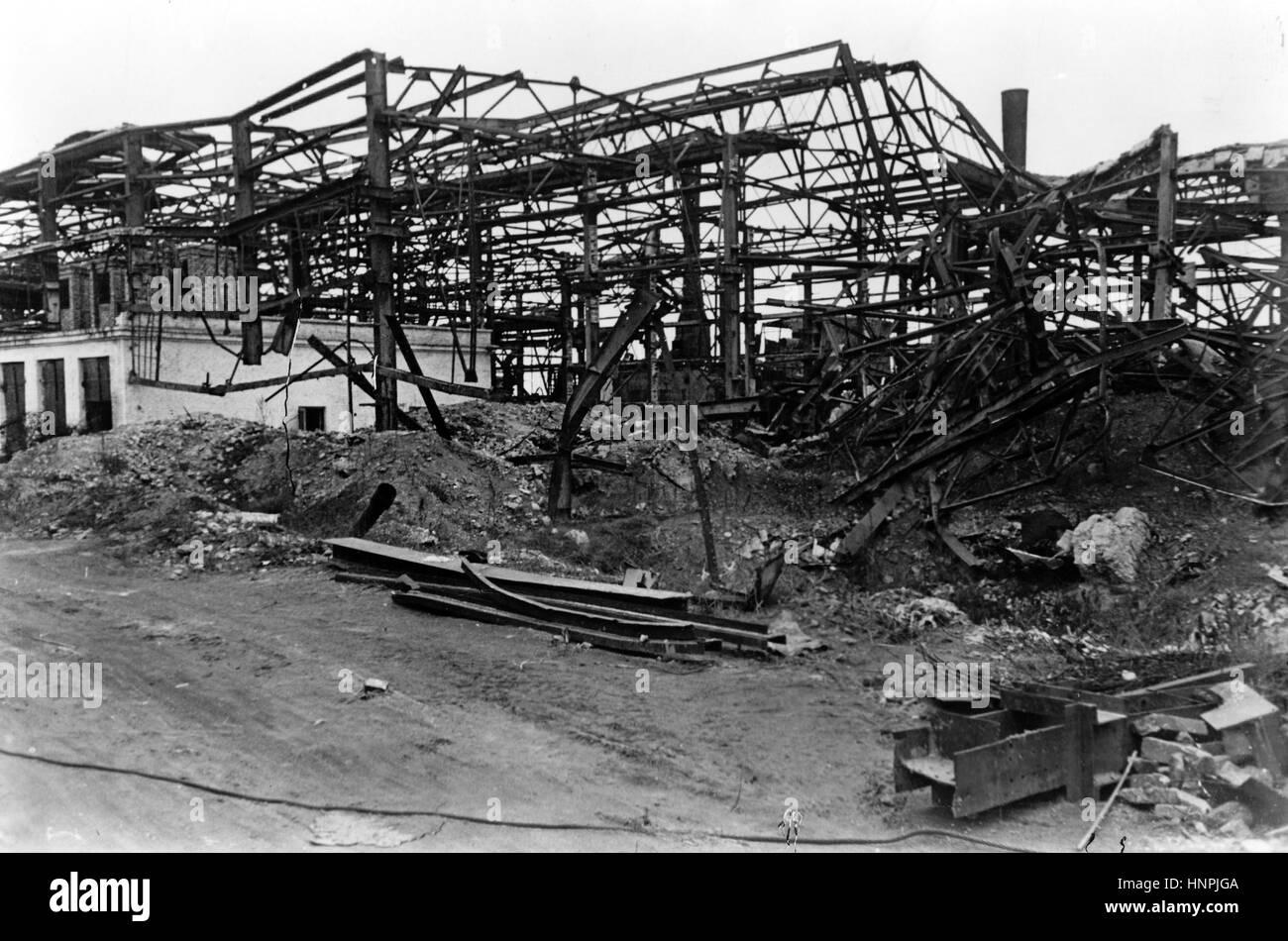 Die NS-Propaganda-Bild zeigt die zerstörten Reste der Abteilung 3 ...