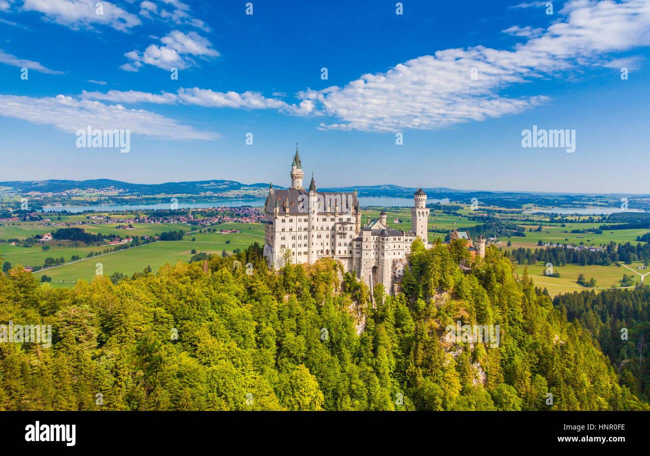 Schöne Aussicht auf den weltberühmten Schloss Neuschwanstein, das 19. Jahrhundert Romanesque Wiederbelebung Stockbild