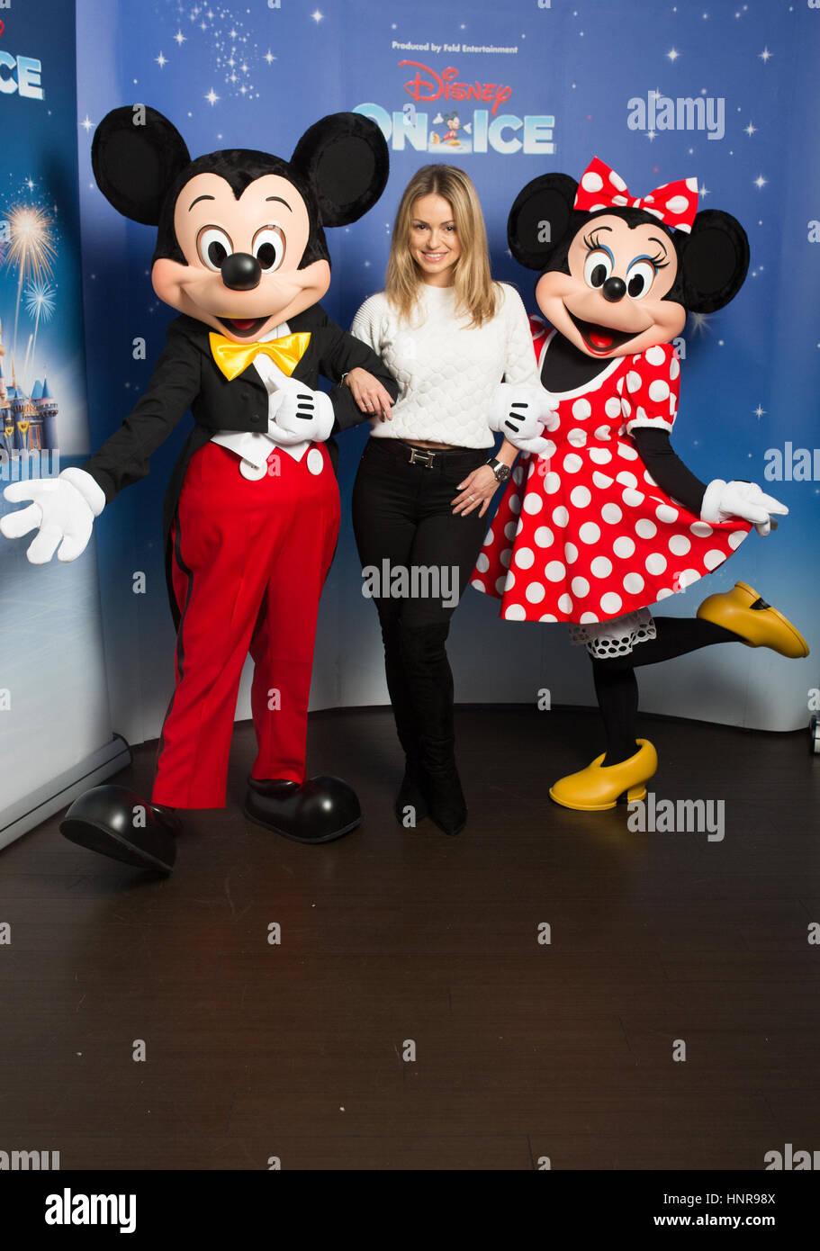 Redaktion Verwenden Nur Ola Jordon Mit Mickey Mouse Und Minnie Mouse