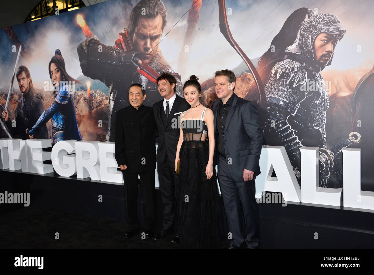 Los Angeles, USA. 15. Februar 2017. Regisseur Yimou Zhang, Schauspieler Pedro Pascal, Jing Tian & Matt Damon Stockbild