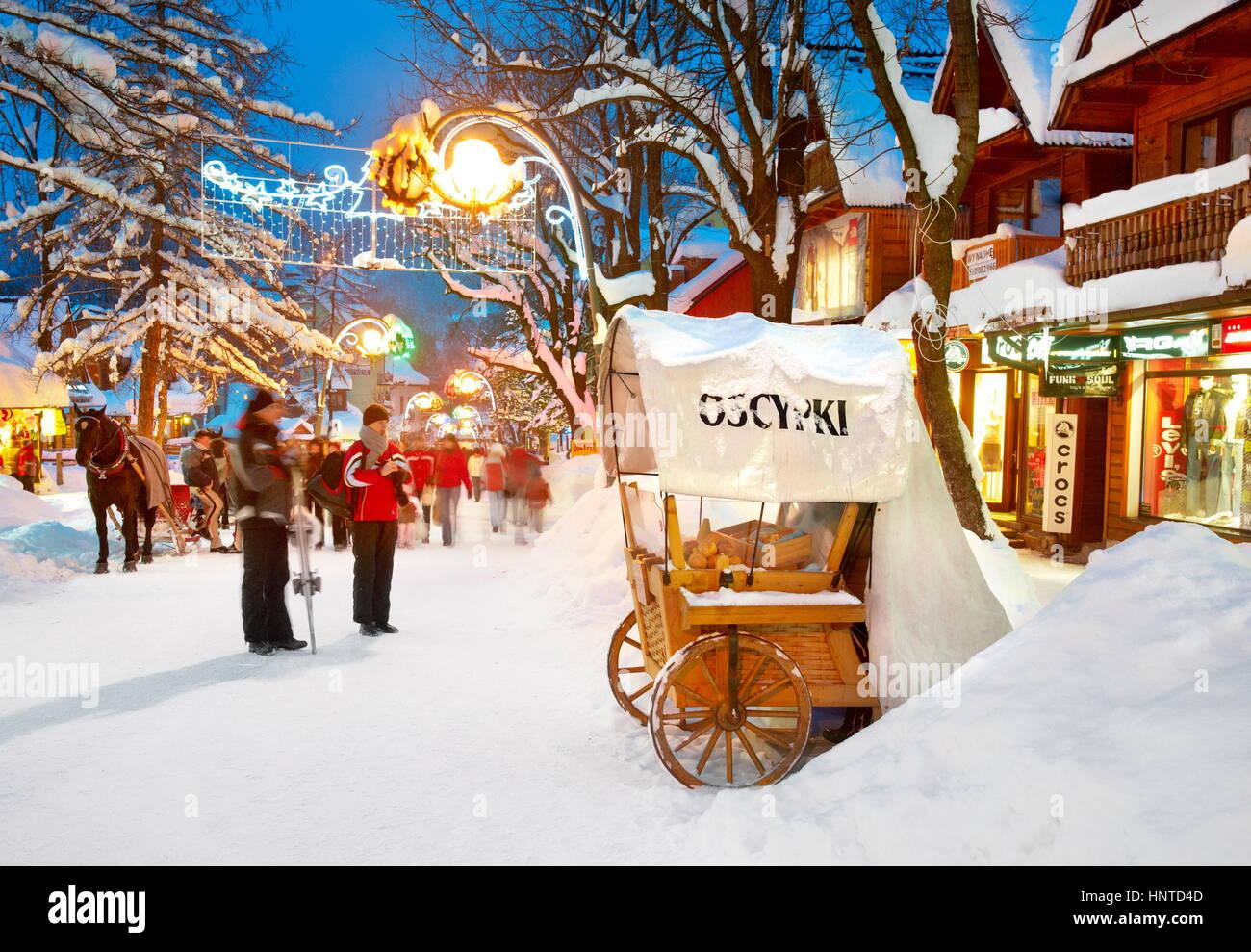 Winter-Stadt-Szene im Dorf Zakopane, Polen Stockbild