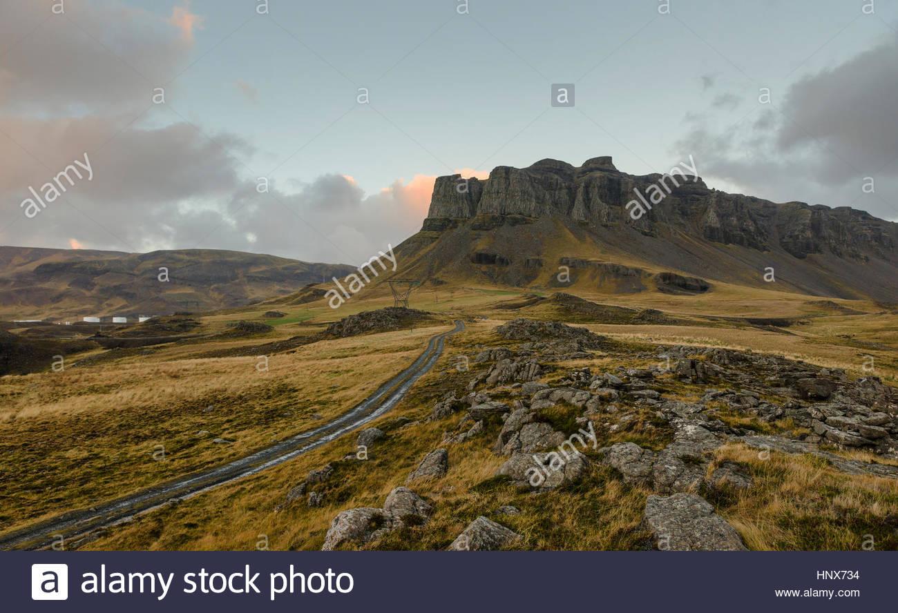 Feldweg durch Hvalfjordur, Island Stockbild