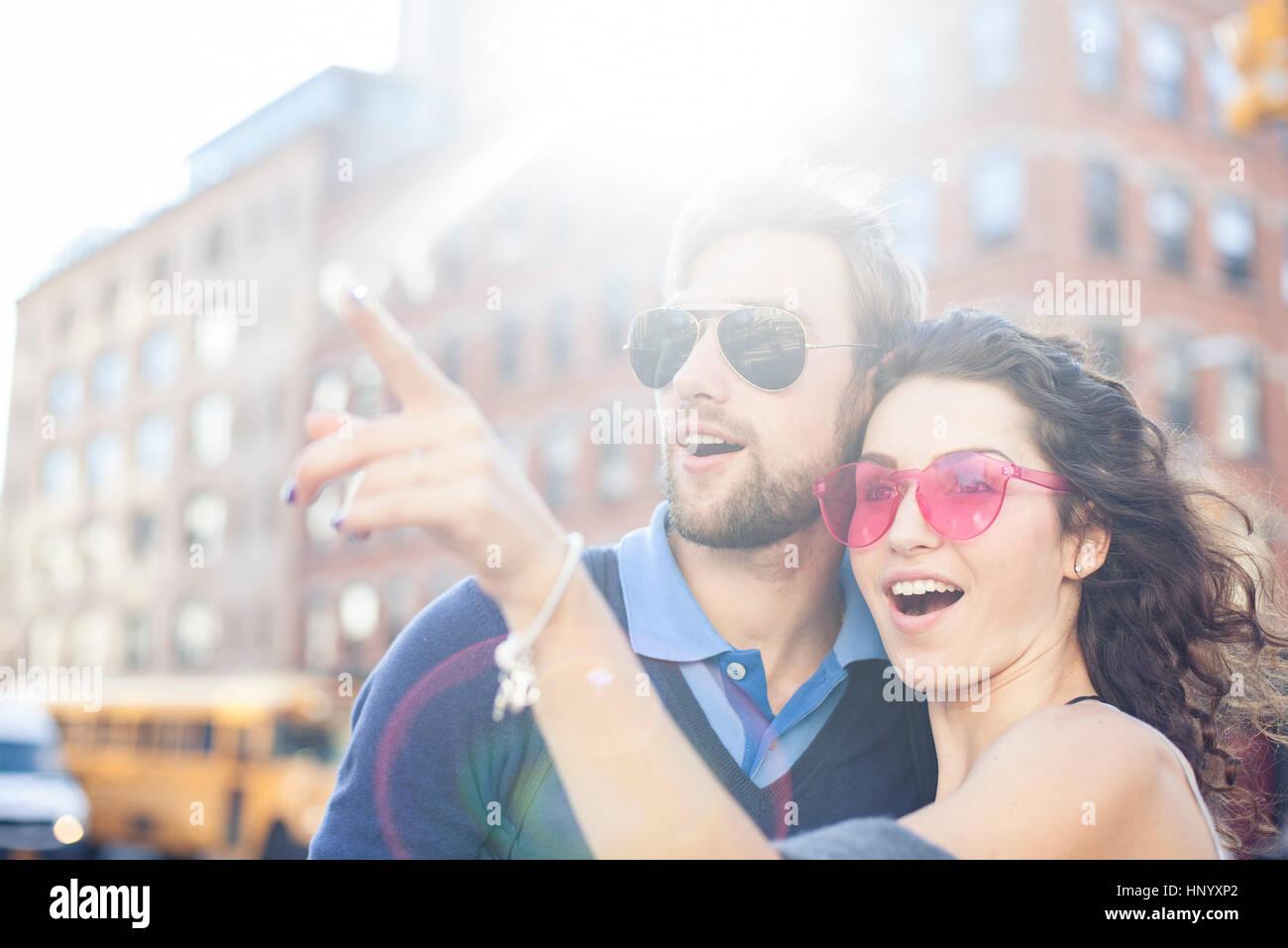 Paar Sightseeing zusammen Stockbild
