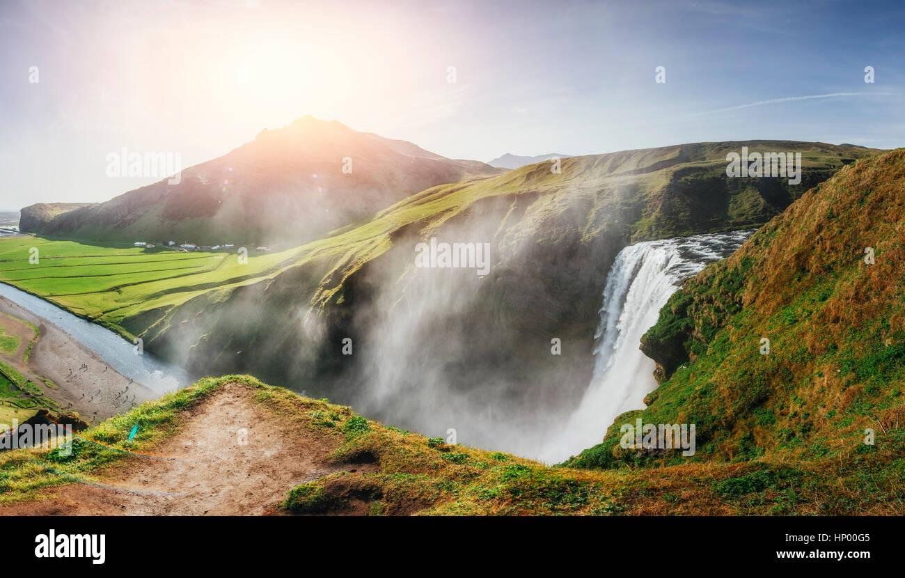 Großer Wasserfall Skogafoss im Süden von Island Stockbild