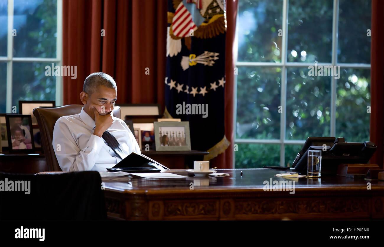 Präsident BARACK OBAMA im Oval Office. Foto: Pete Souza/White House Stockbild