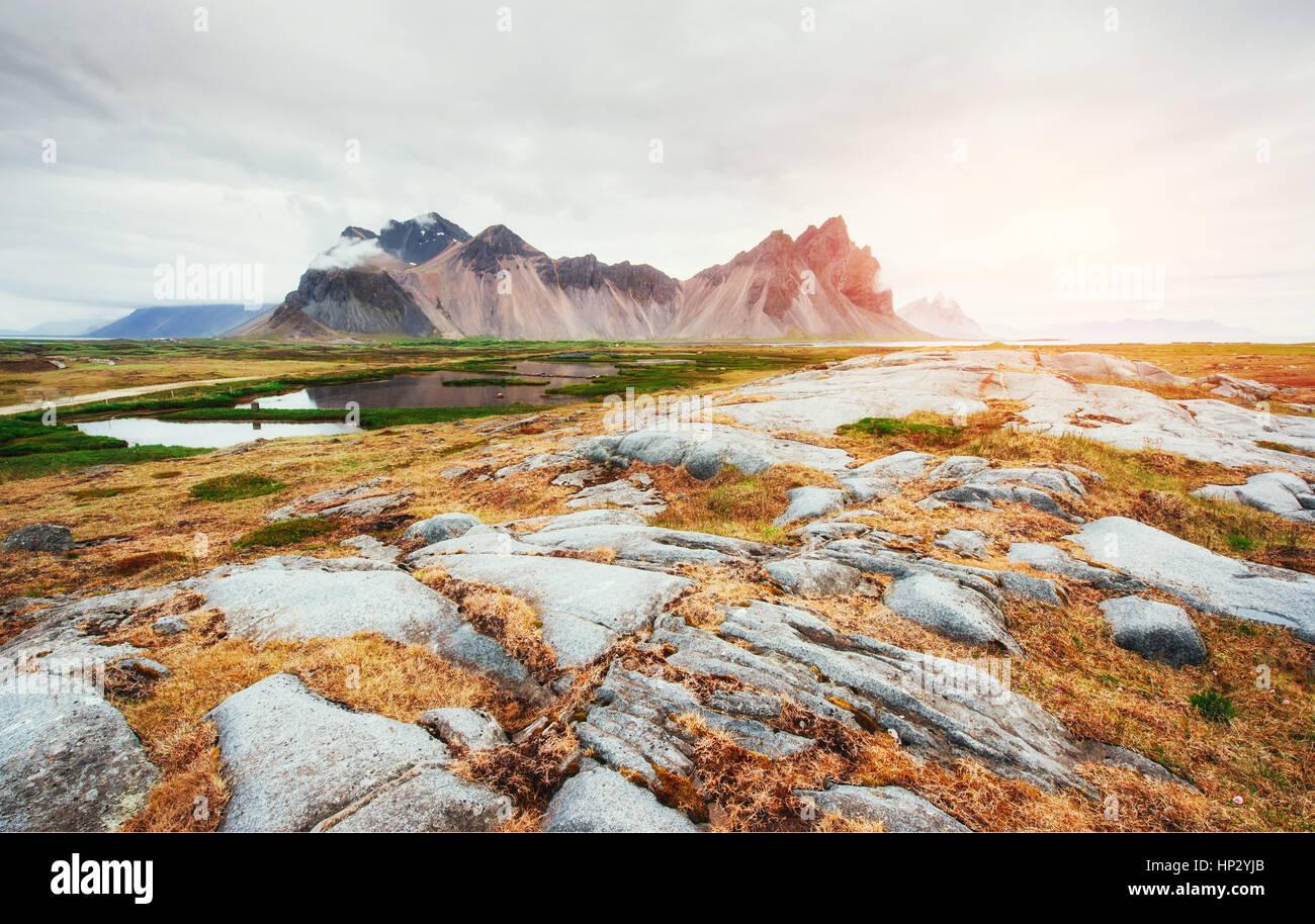 Sanfte Pisten, verschneite Berge und Gletscher. Wunderschöne Herbst Icel Stockbild