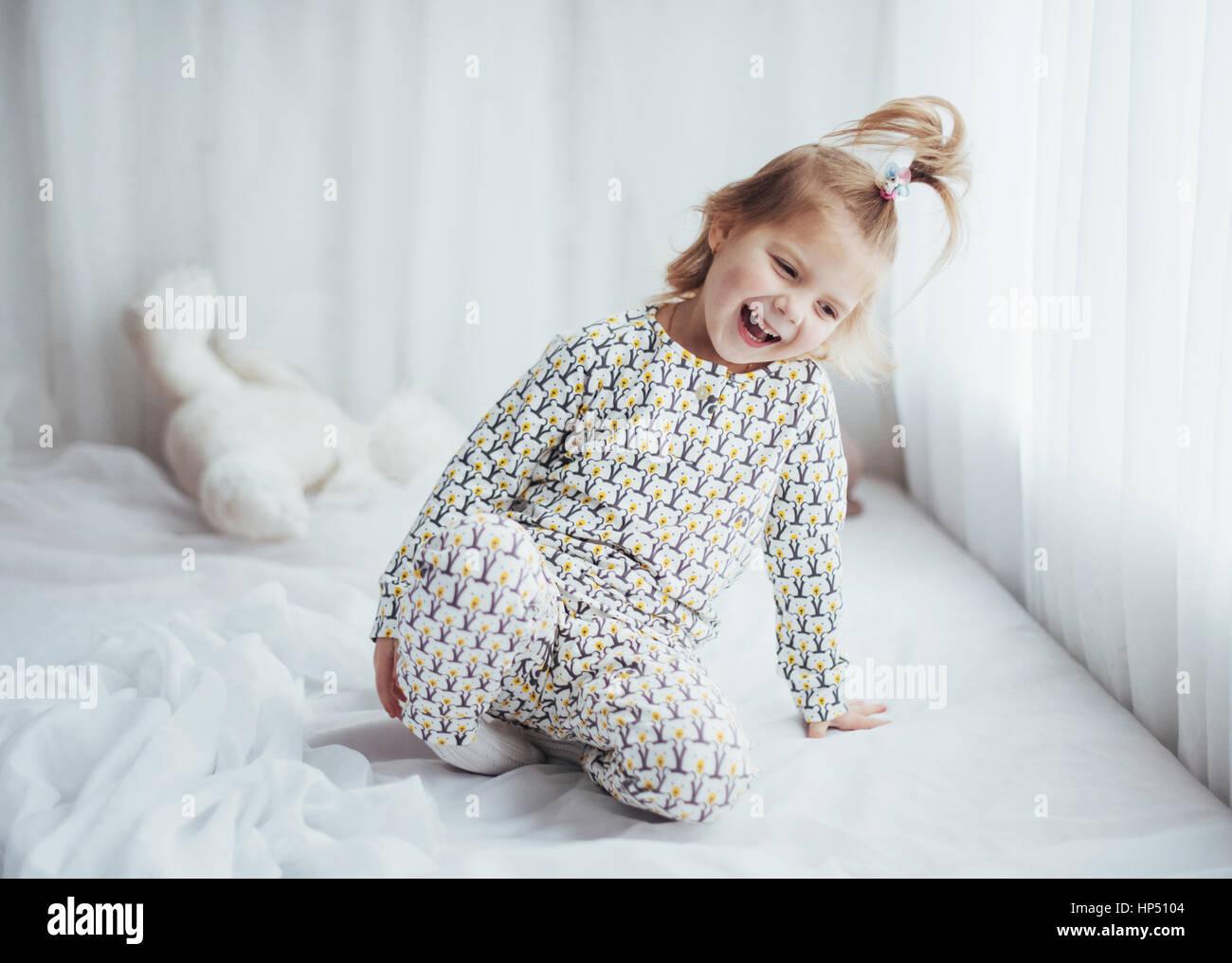 Kind im Pyjama Stockbild