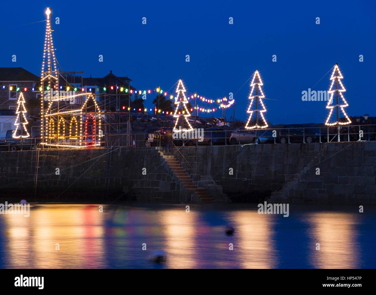 kirche und weihnachten lichter mousehole harbour. Black Bedroom Furniture Sets. Home Design Ideas